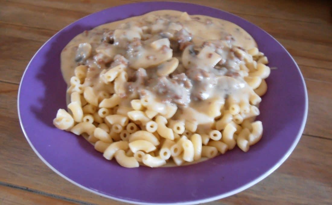 macaroni met champignonsaus