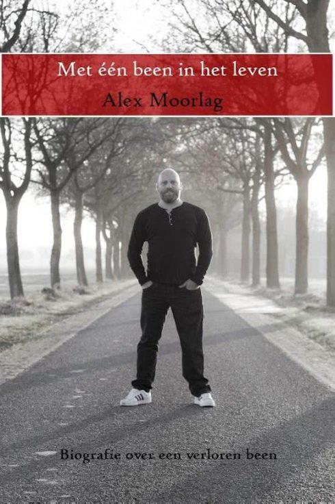 Recensie met één been in het leven, Alex Moorlag