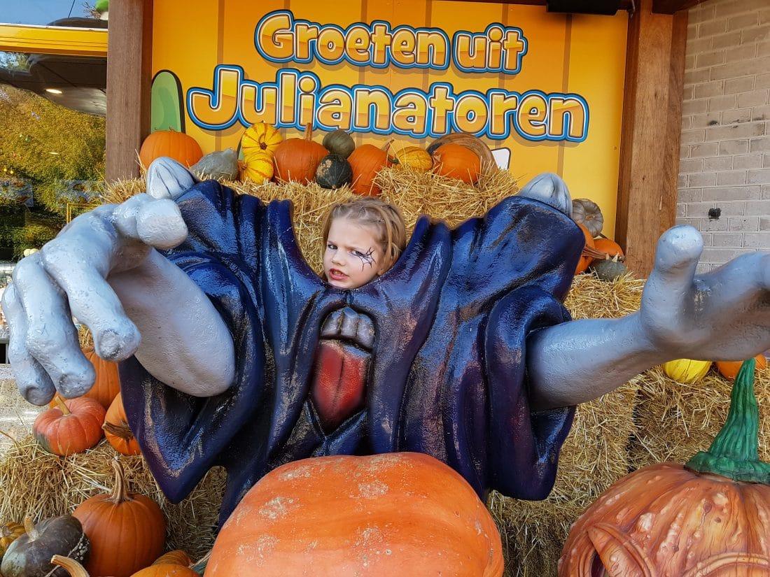 Hoe Ga Je Verkleed Met Halloween.Halloween In De Julianatoren Is Griezelen Op Kinderniveau
