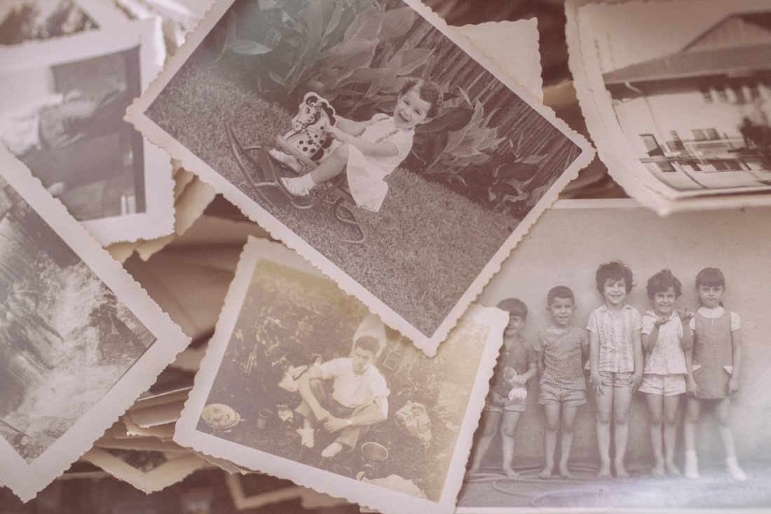 Op zoek naar je roots; DNA-onderzoek maakt het mogelijk; Afbeelding toont foto's uit het verleden.
